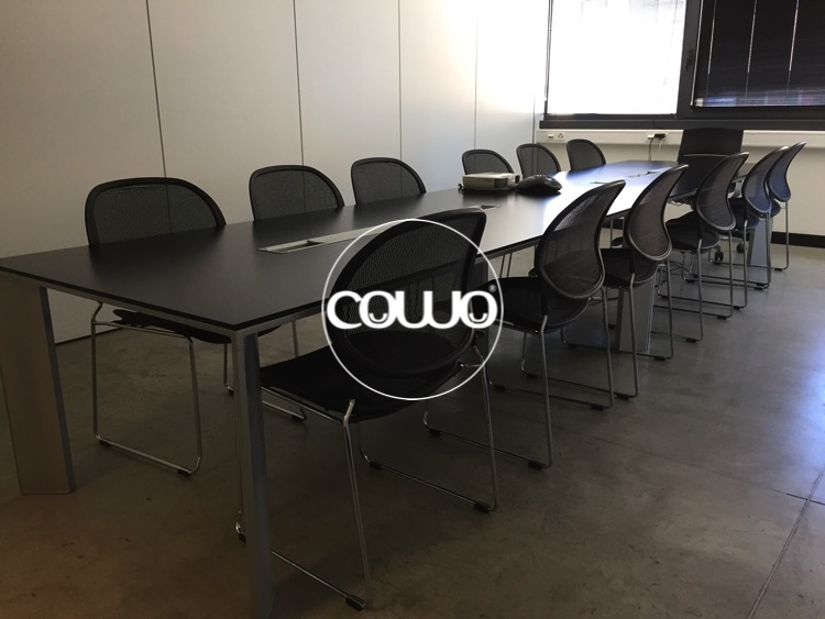 Tavolo meeting presso il Coworking Mendrisio Stabio